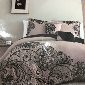 Other - BNWT 5 pieces King comforter set